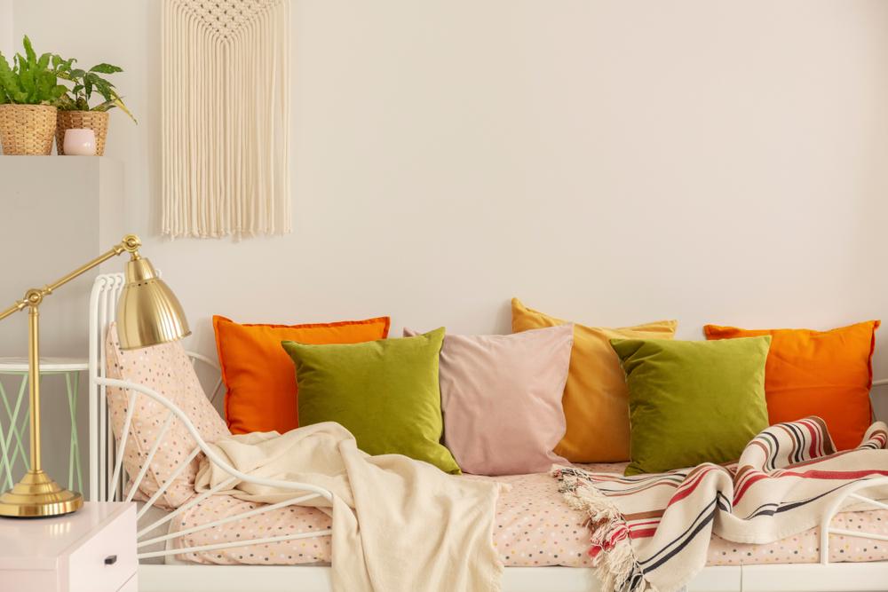 dormitor la mansardă perne