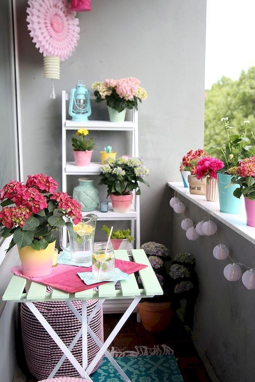 idei de amenajare pentru un balcon mic culori