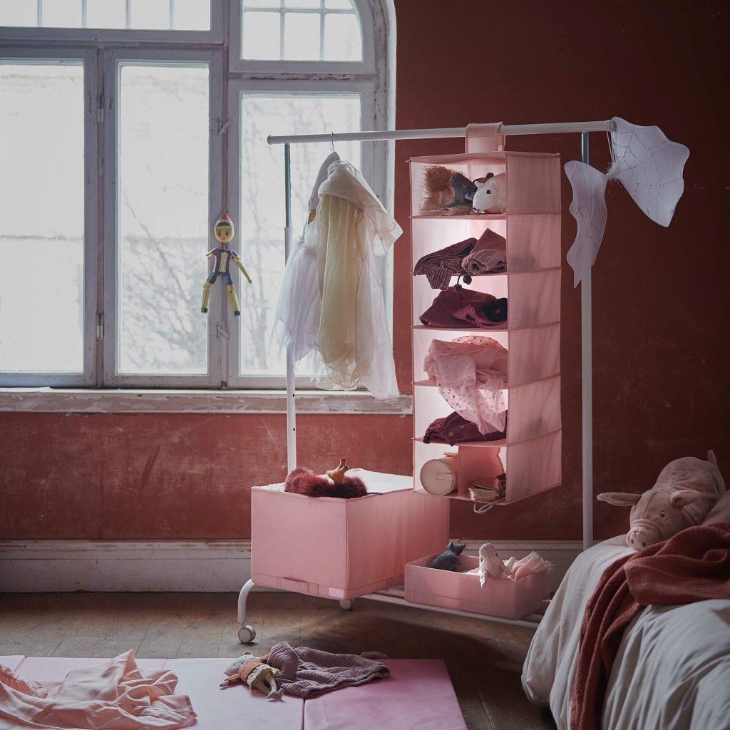 solutii depozitare haine in spatii mici din panza