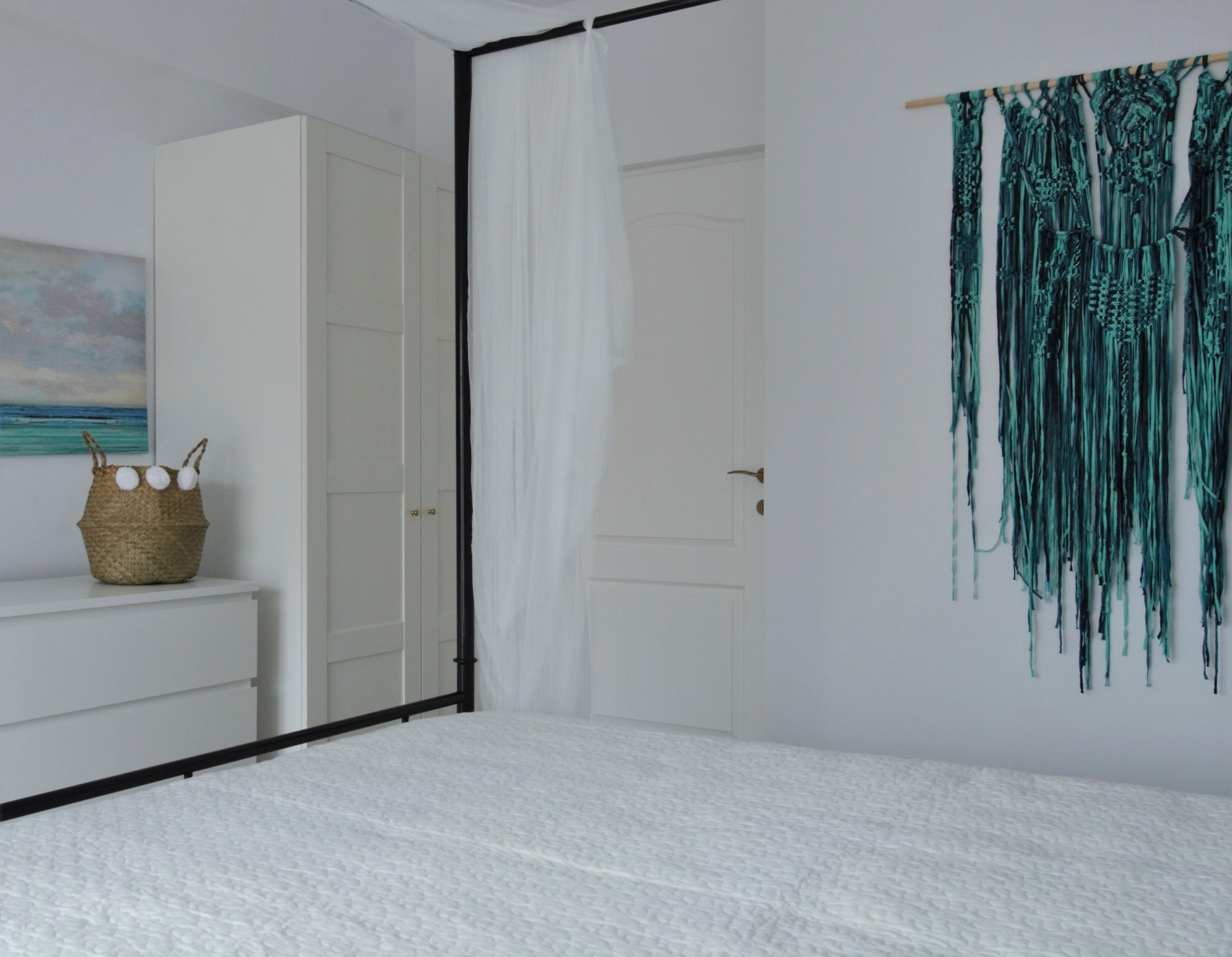 tur lovedeco Simona Ungurean apartament mobilier alb dormitor