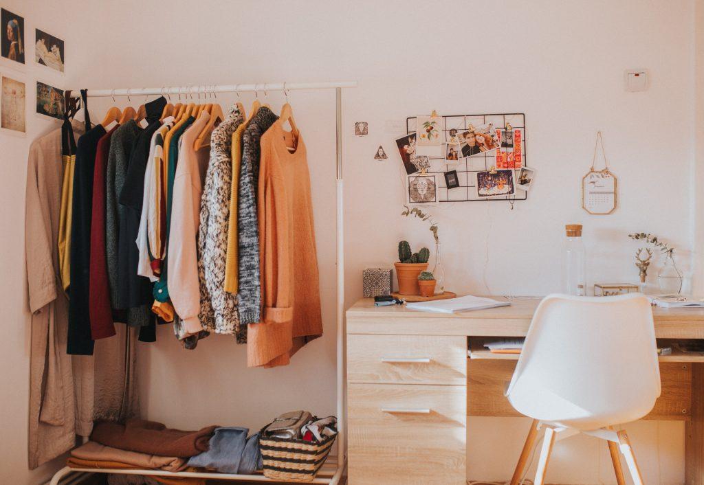 Amenajare dressing in dormitor