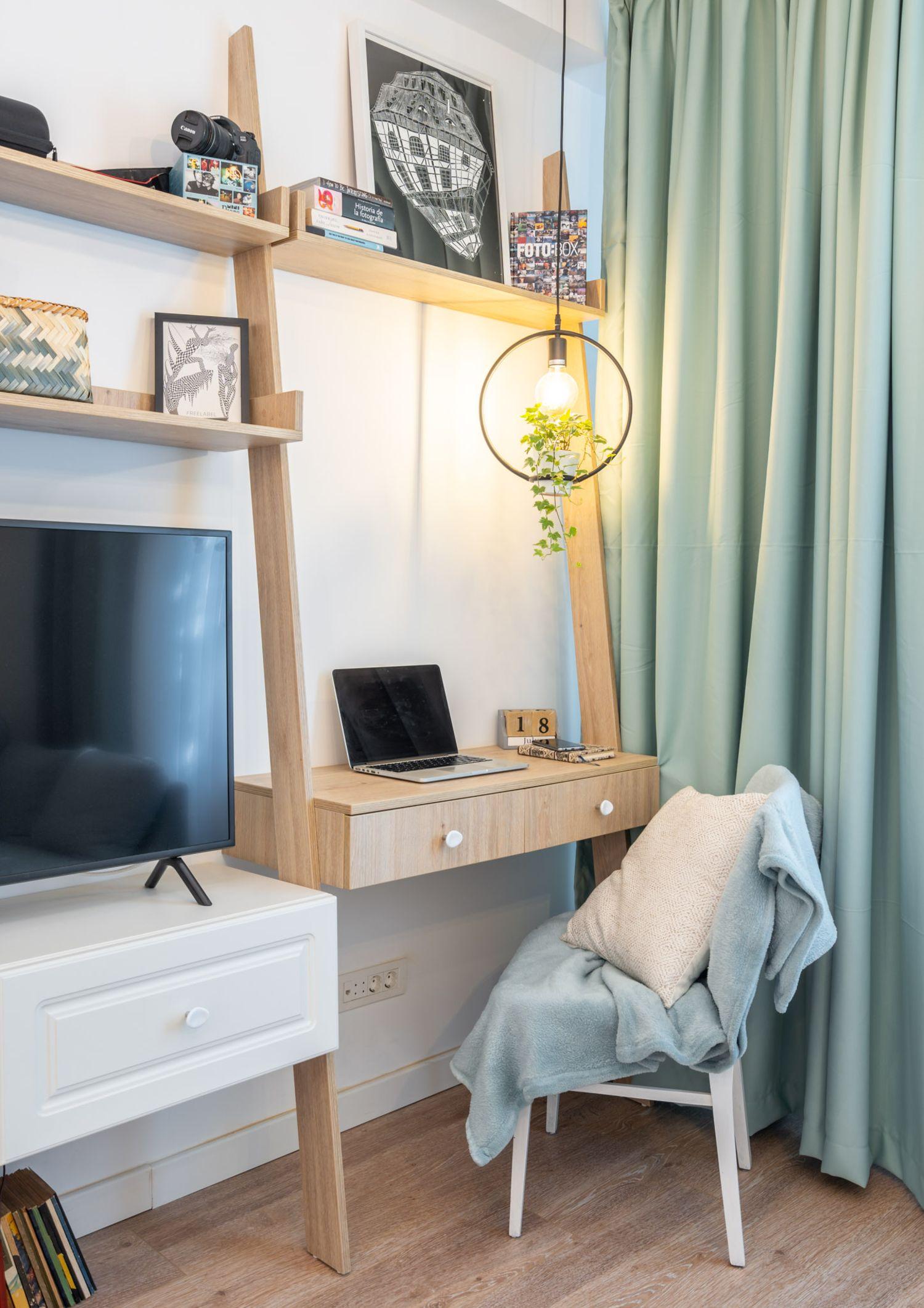 Birou în living - Amenajare apartament două camere - arh. Cristiana Zgripcea