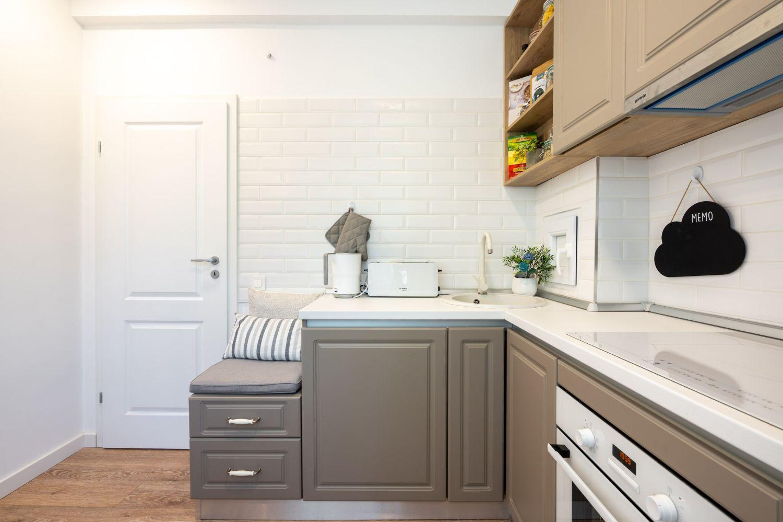 Bucătărie cu mobilier gri - Amenajare apartament două camere - arh. Cristiana Zgripcea