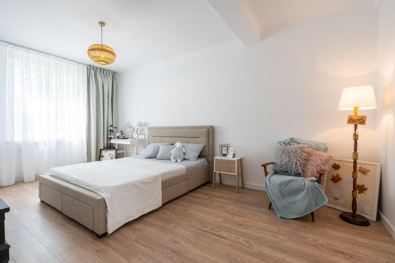 Dormitor în nuanțe neutre - Amenajare apartament două camere - arh. Cristiana Zgripcea (1)