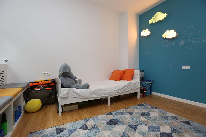 camera copilului bleu