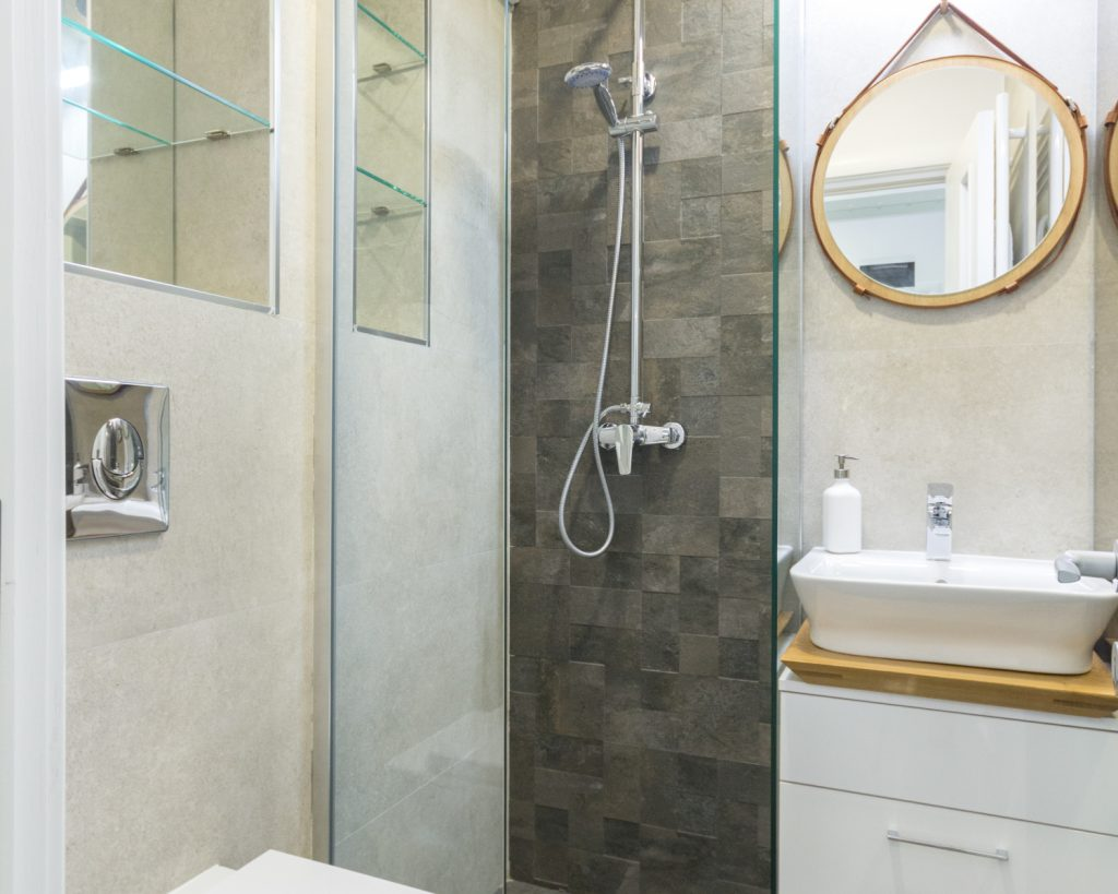 Amenajare open space grup sanitar cu duș