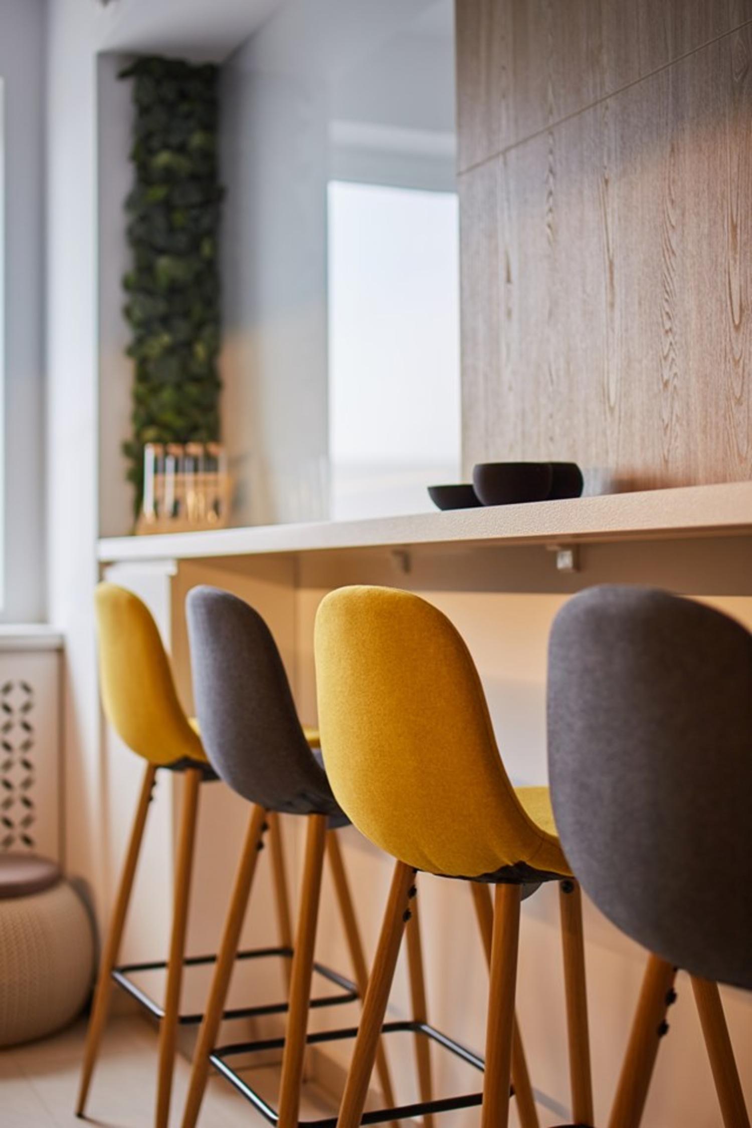 Bucătărie modernă alb și negru. Amenajare apartament două camere București, arh. int. Cristina Micu (2)