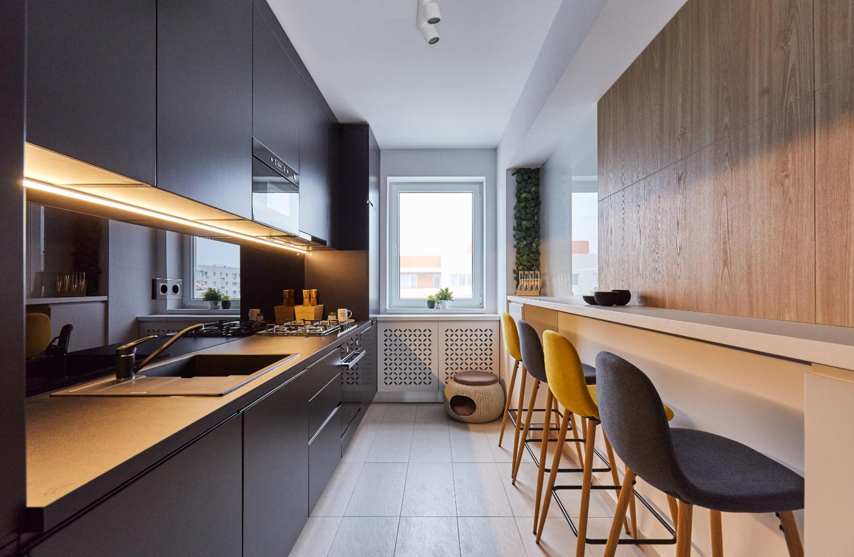 Bucătărie modernă alb și negru. Amenajare apartament două camere București, arh. int. Cristina Micu (3)