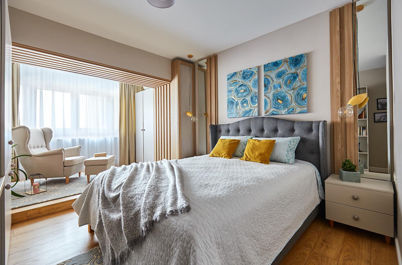 Dormitor în culori neutre