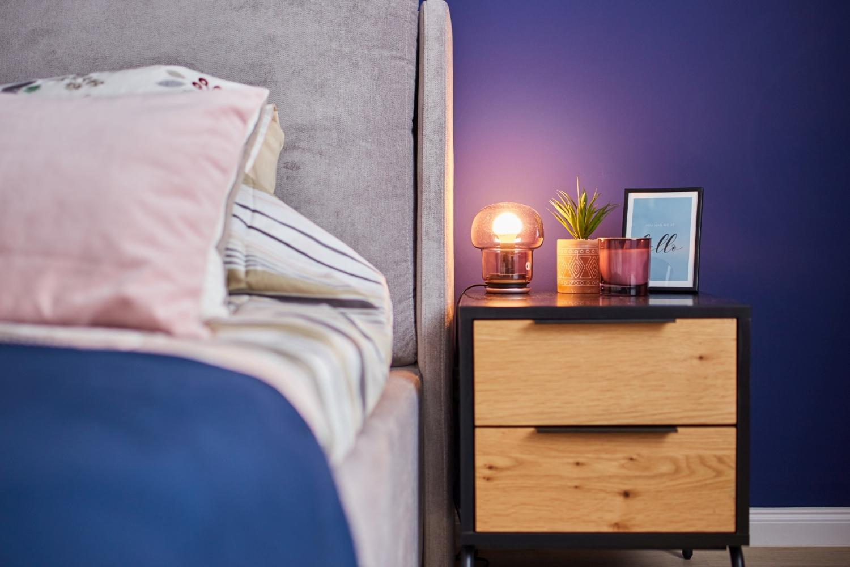 Dormitor vopsit cu albastru clasic, culoarea Pantone a anului 2020 - Classic Blue. Amenajare apartament două camere București, arh. int. Cristina Micu interior (5)