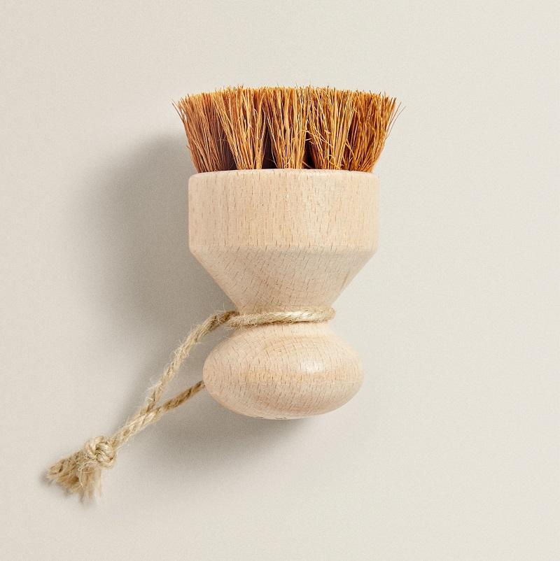 Perie cu fibre de cocos de la Zara Home