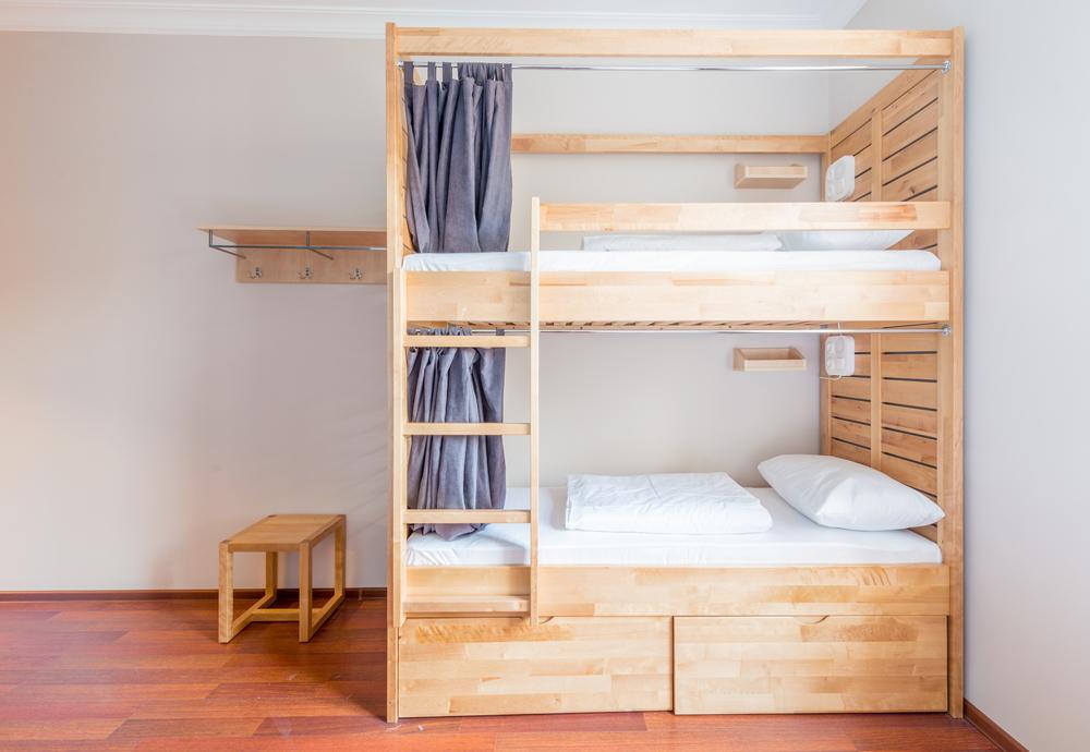 dormitor doi copii pat supraetajat