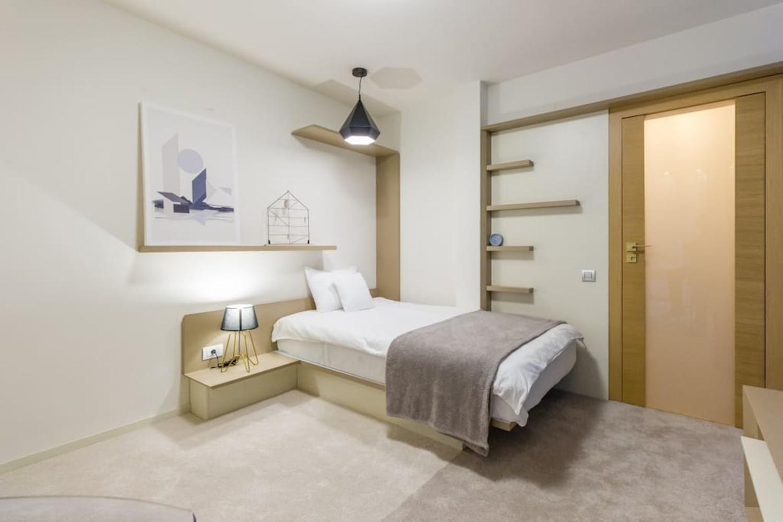 12 dormitor 2 - dan andreșan - tangent table apartment