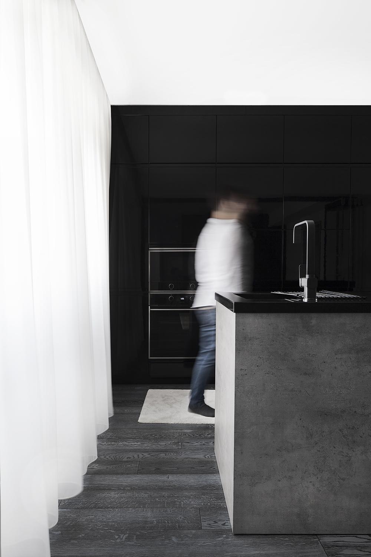 Amenajare bucatarie alb negru apartament Craiova Blanc Architecture