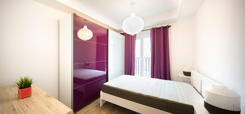 Amenajare dormitor draperii mov