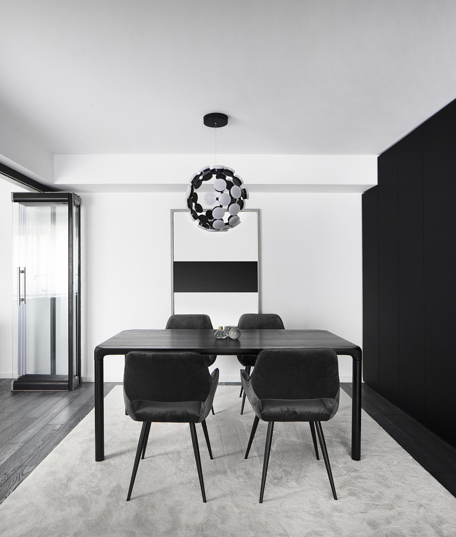 Amenajare loc de luat masa alb negru apartament Craiova Blanc Architecture