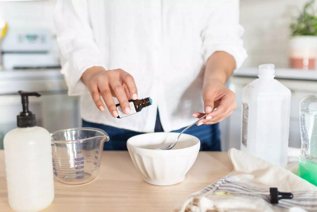 cum să-ți faci dezinfectant de mâini acasă