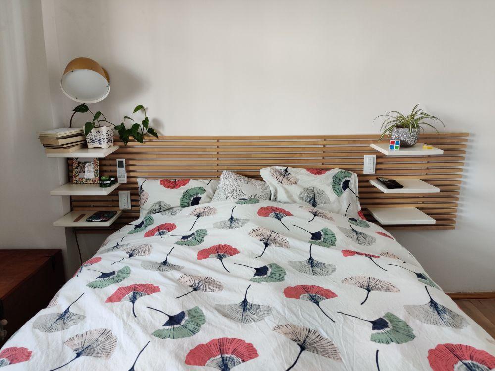 dormitor cu textile florale