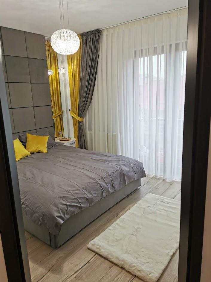 Amenajare dormitor galben si gri Iasi designer de interior Simona Tudorachi - Evia (2)
