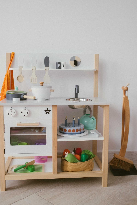 home_tour_ioana_buru_bucătărie_copil_lemn