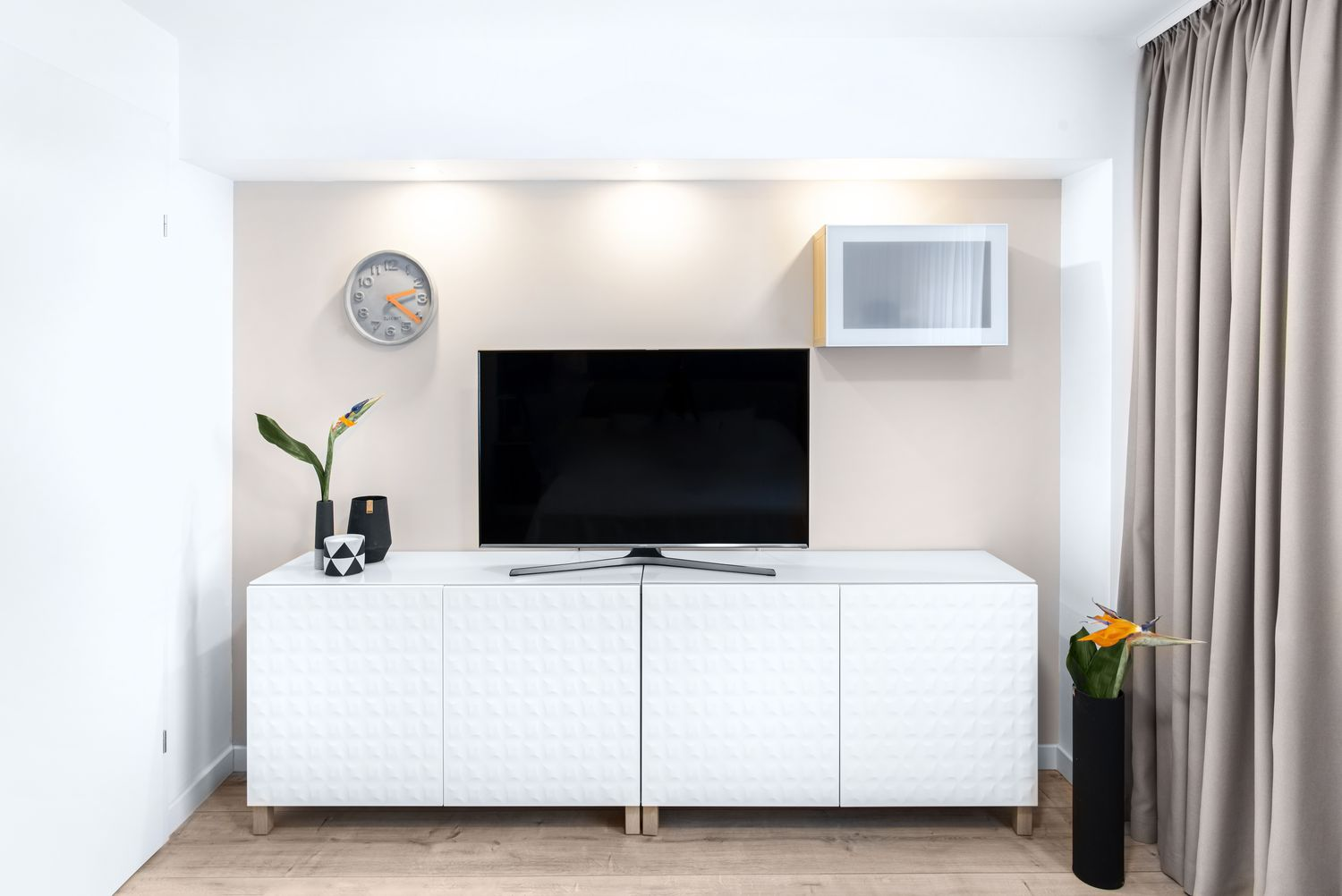 apartament de burlac comoda tv