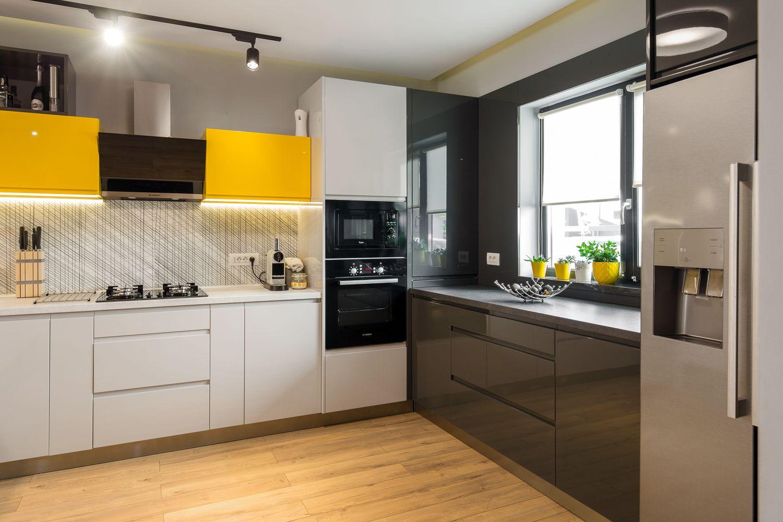 casa Ghencea bucatarie cu galben