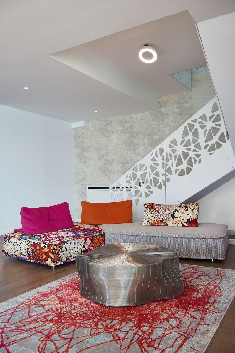 apartament 2 etaje living colorat