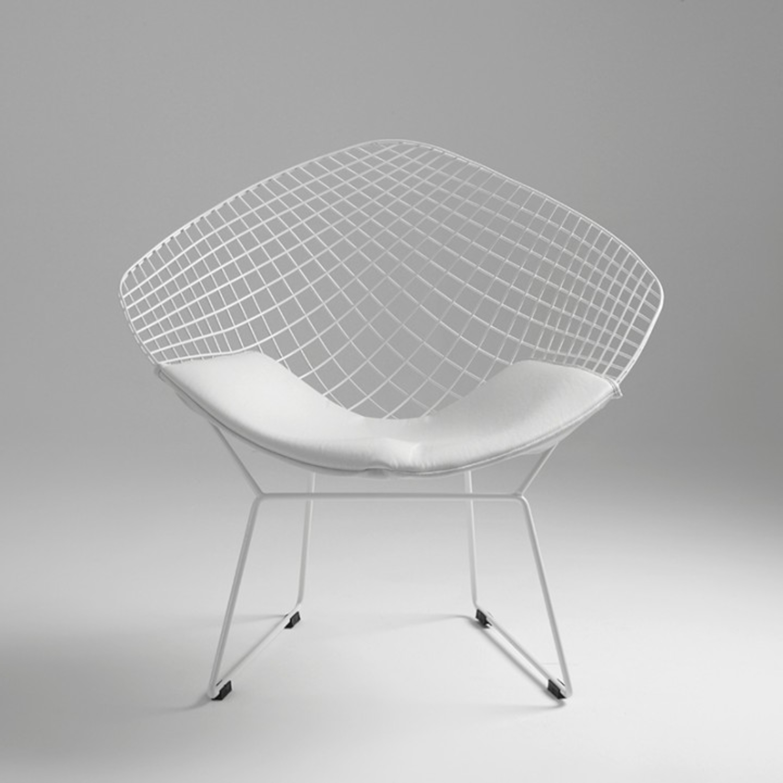 scaun alb din metal