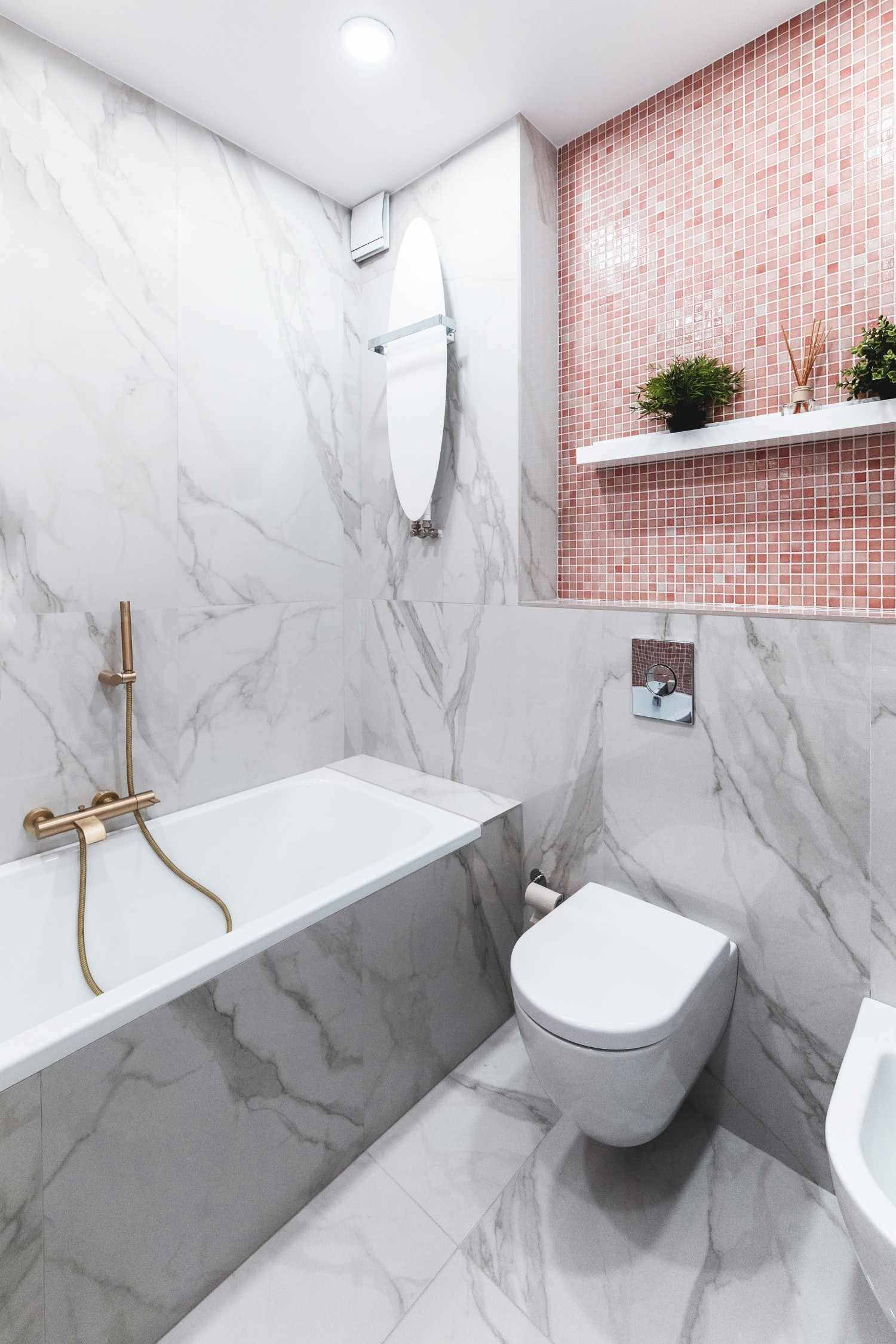 Amenajare baie roz_mozaic_semn hello_baie fetita_Studio 2.1