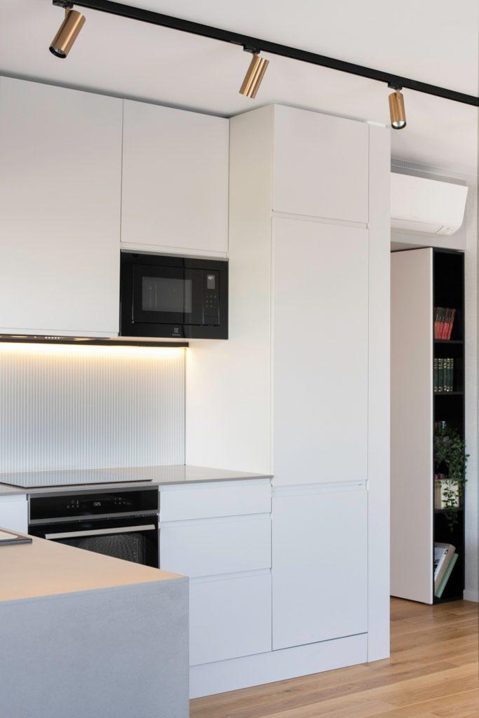 Amenajare bucatarie minimalista alba - Yoka Design - Bucuresti