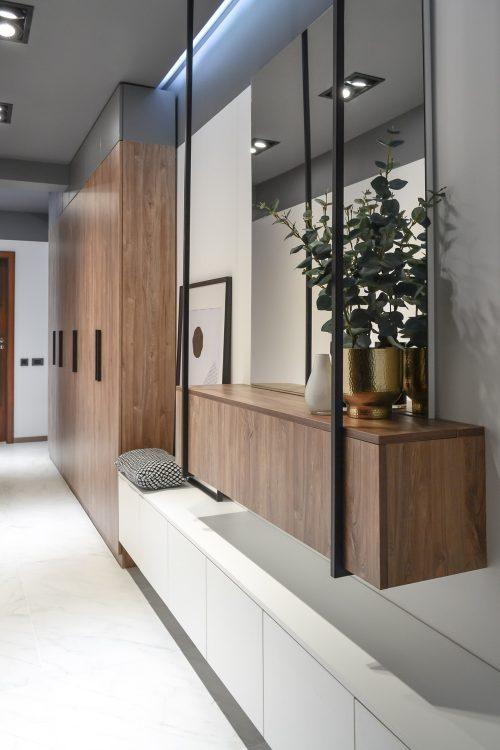 Amenajare hol cu tavan gri Cluj Napoca - arh. Andra Bica Kanso Design
