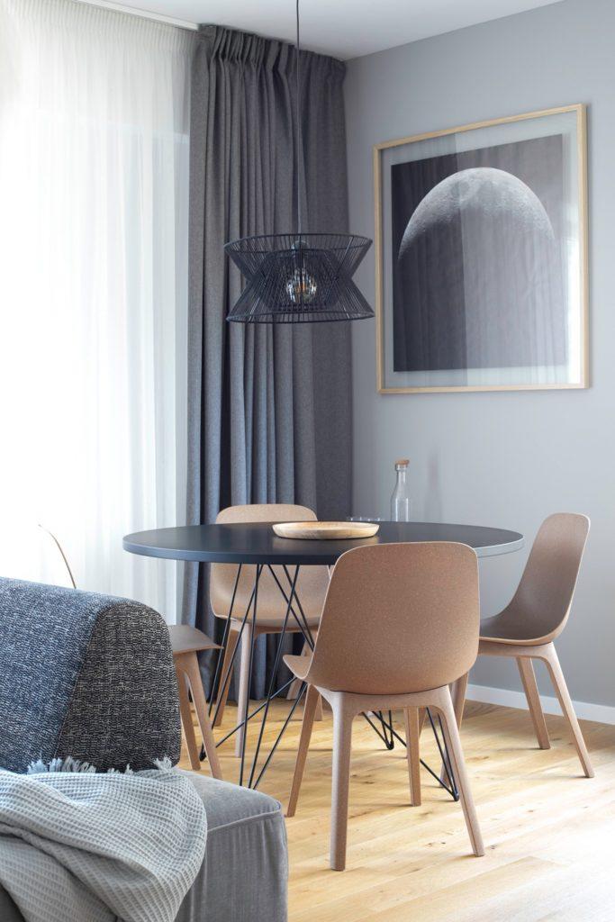 Amenajare loc de luat masa in living gri - Yoka Design - Bucuresti