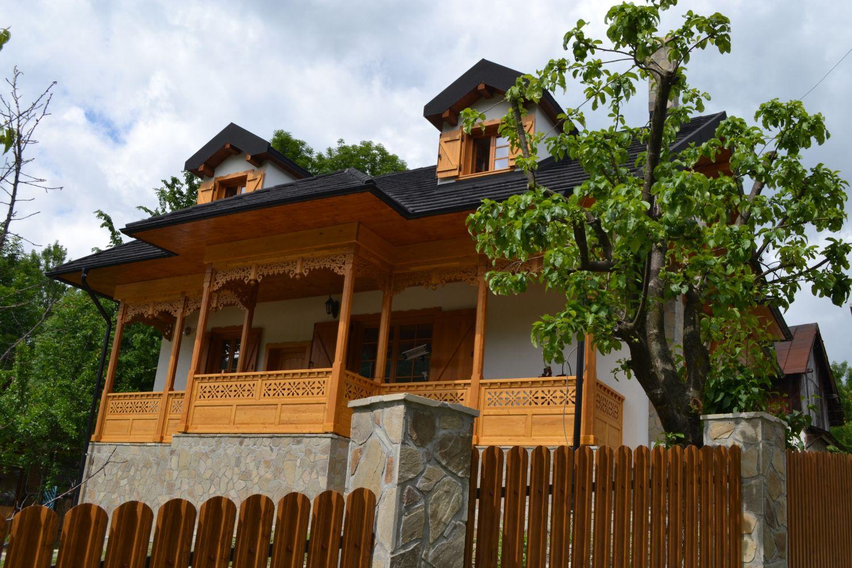 Casa în stil neoromânesc, de pe deal