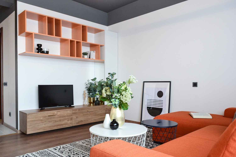 Living open space canapea portocalie mobilier portocaliu Cluj Napoca - arh. Andra Bica Kanso Design