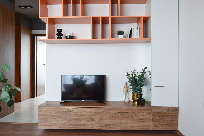 Living open space mobilier pentru televizor portocaliu Cluj Napoca - arh. Andra Bica Kanso Design