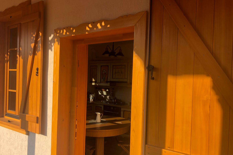 Obloane și uși cu rame ornamentale