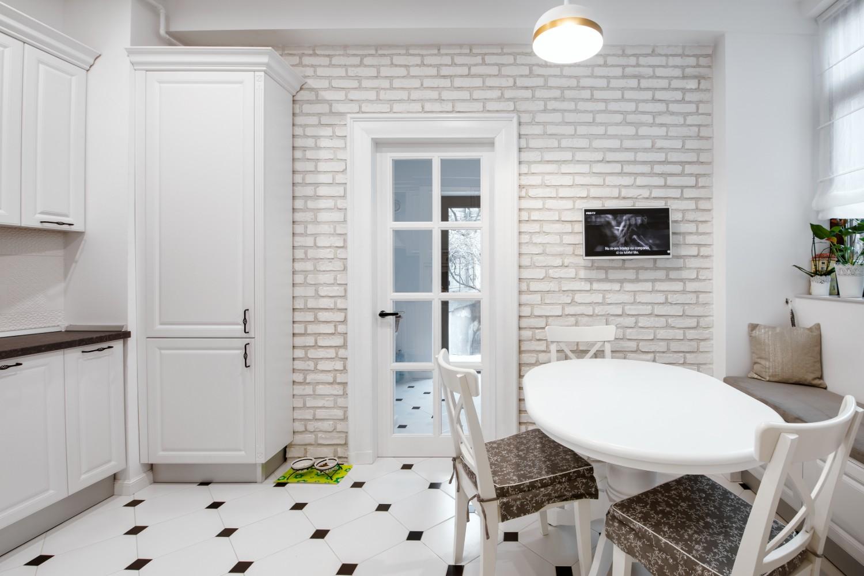 Bucătărie albă stil bistro - apartament cu aer franțuzesc de lângă parcul Cișmigiu - arh. Cătălina Simion, Volucre (3)