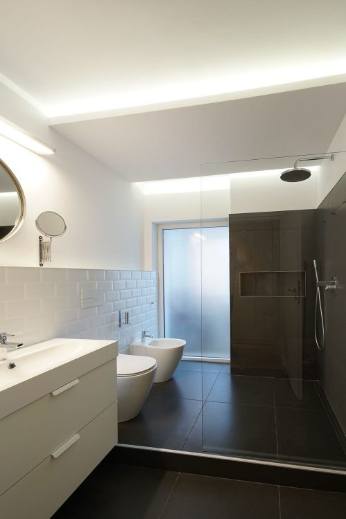 recompartimentare apartament de inchiriat baie
