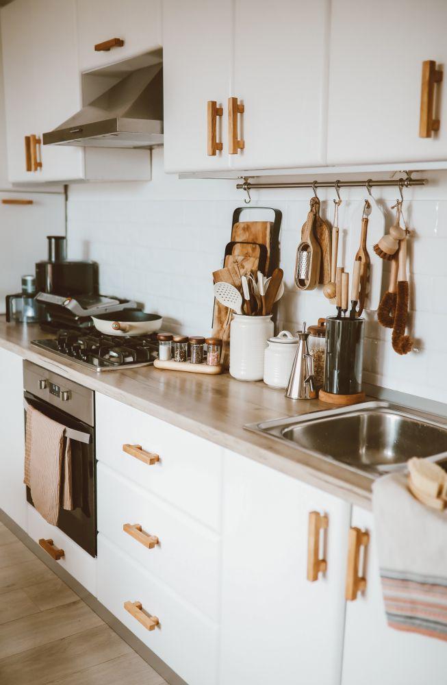 Mânerele de lemn ale dulapurilor