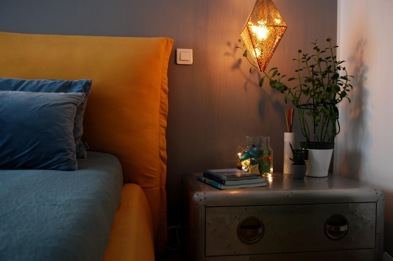 Amenajare dormitor cu pat galben apartament modern de inchiriat Bucuresti - arhitect Oana Tapu