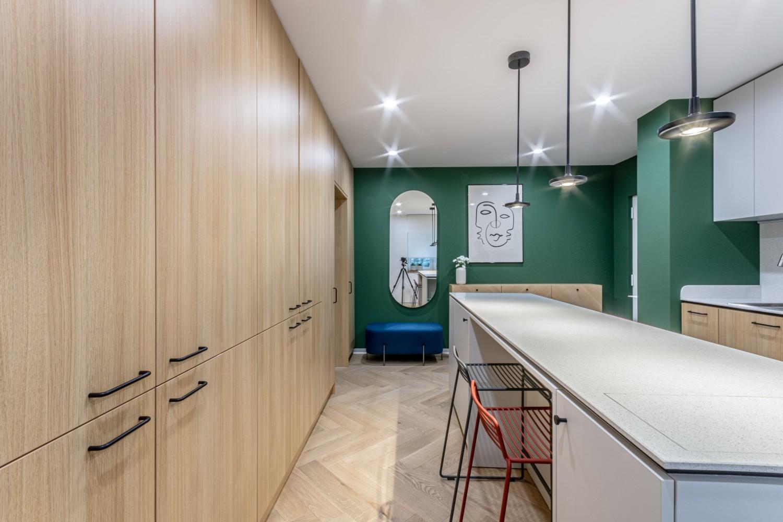 Amenajare de bucatarie cu insula - renovare apartament comunist - Craftr (2)