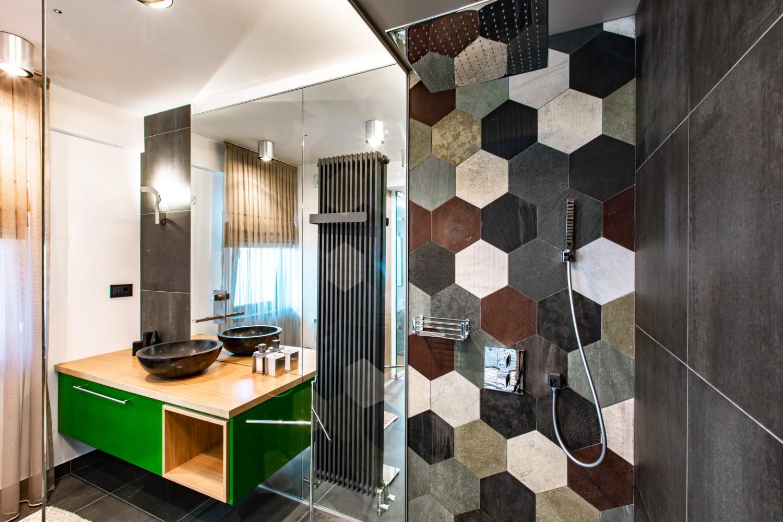 Apartament burlac Iasi - baie cu piatra naturala - HighLight Project