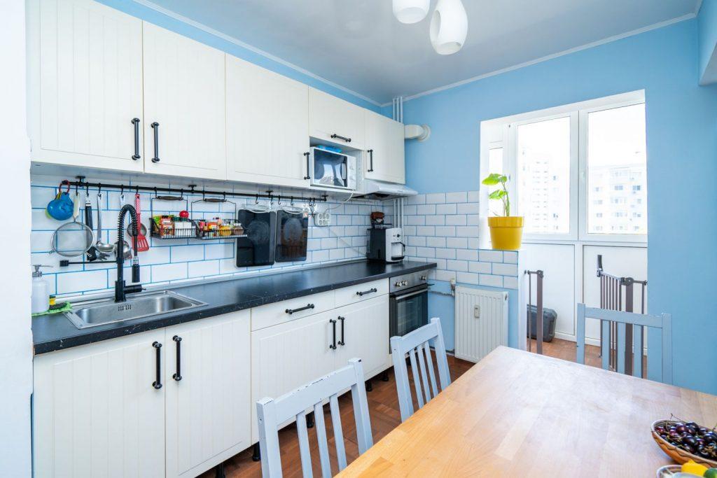 bucătărie_minimalistă_home_tour_laura_teodora