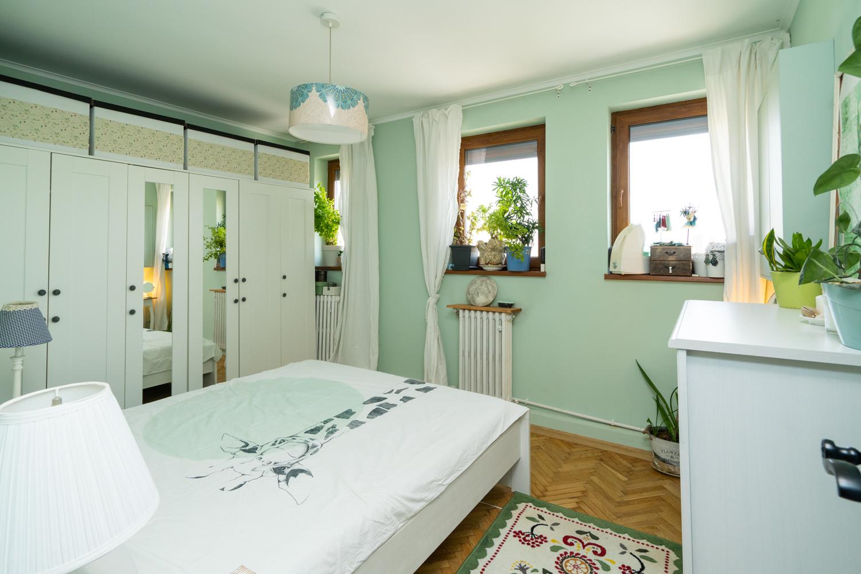 dormitor pereti verde pastelat