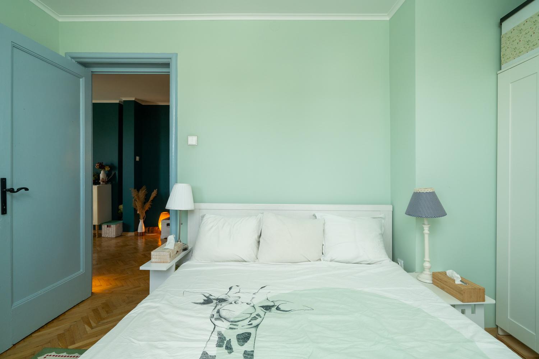 pat dormitor verde