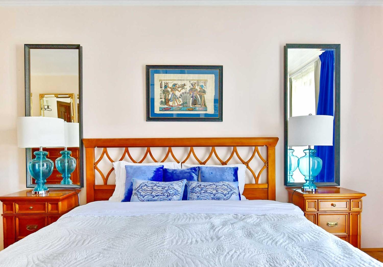 Amenajare dormitor cu mobilier clasic si accente de albastru - casa Targu Mures - Simona Ungurean (1)