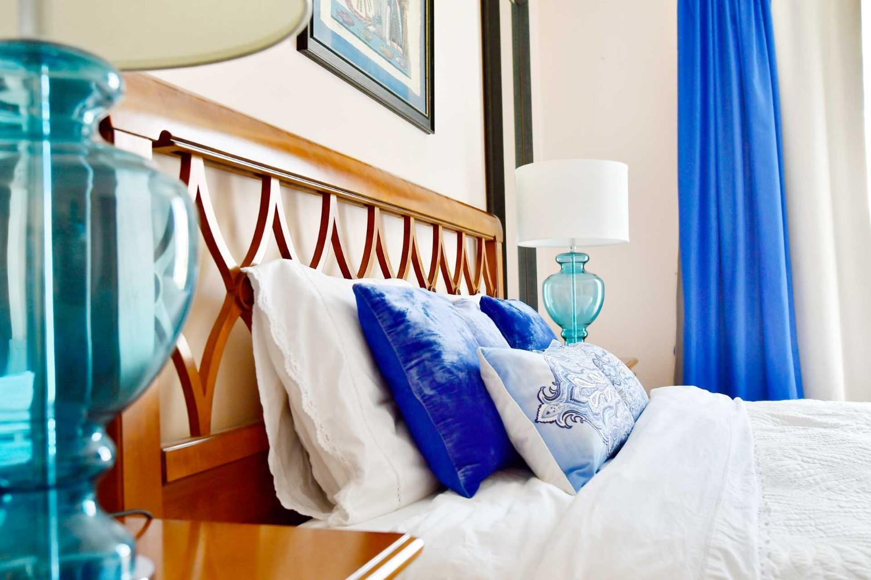 Amenajare dormitor cu mobilier clasic si accente de albastru - casa Targu Mures - Simona Ungurean (3)