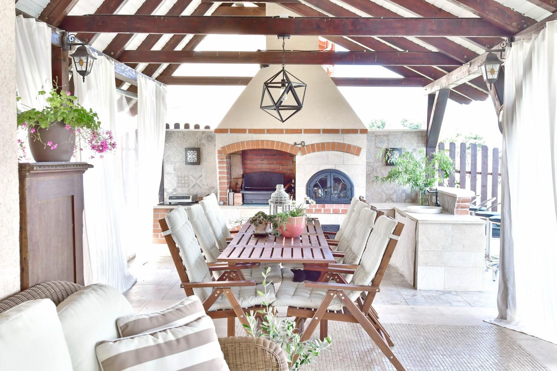 Amenajare terasa cu semineu casa Targu Mures - Simona Ungurean (1)