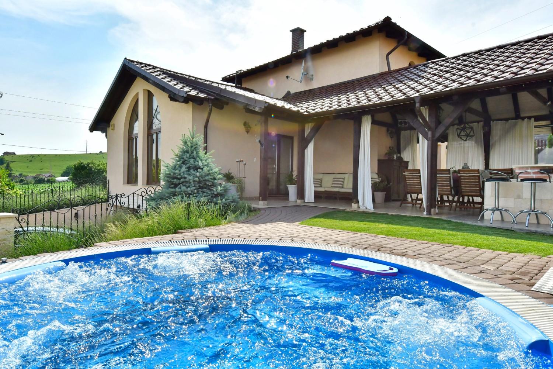 Amenajare terasa cu semineu casa Targu Mures - Simona Ungurean