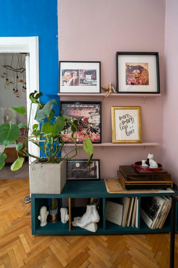 Apartament cu trei camere Calea Victoriei - acasă la arh. Larisa Rățoi - living prete roz și albastru